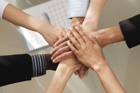 ruke-partnerstvo-midi